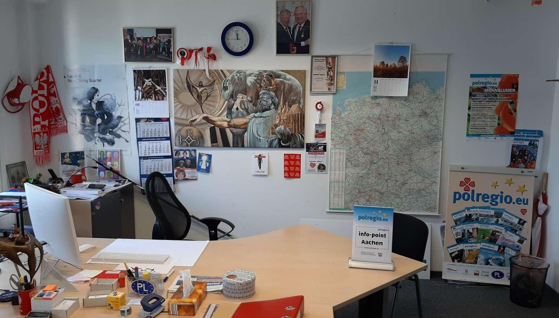 W biurze pusto: Online - Offline